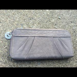 Women's Travelon Taupe Grey Zip Around Wallet NEW